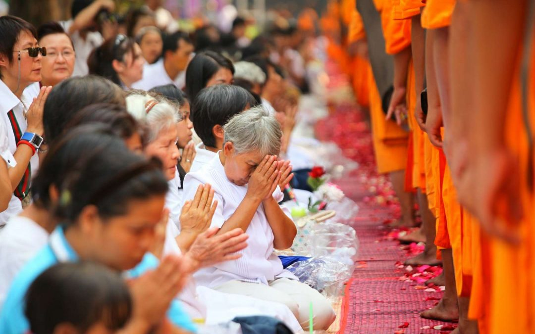 Guidelines to pray for Buddhists